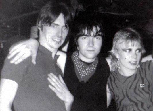 Paul Weller, Young y su señora, de exaltación de la amistad tras sesión etílica.